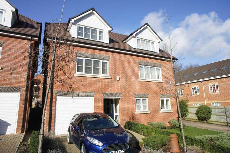3 Bedrooms Semi Detached House for sale in Martin Cooper Close, Caversham