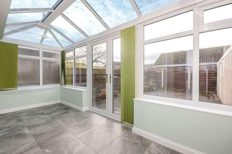 2 Bedrooms Semi Detached Bungalow for sale in St. Marys Close, Wigginton, York, YO32
