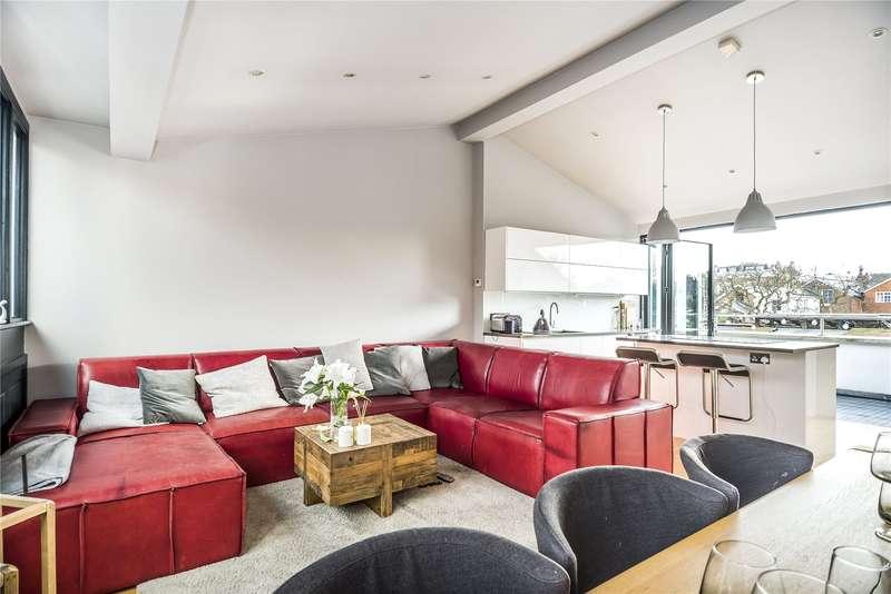 3 Bedrooms Flat for sale in St. John's Hill, London, SW11