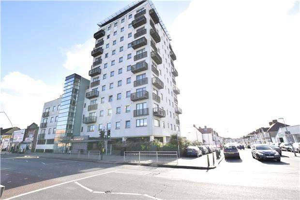 2 Bedrooms Flat for sale in High Road, Chadwell Heath, ROMFORD, RM6 6PN
