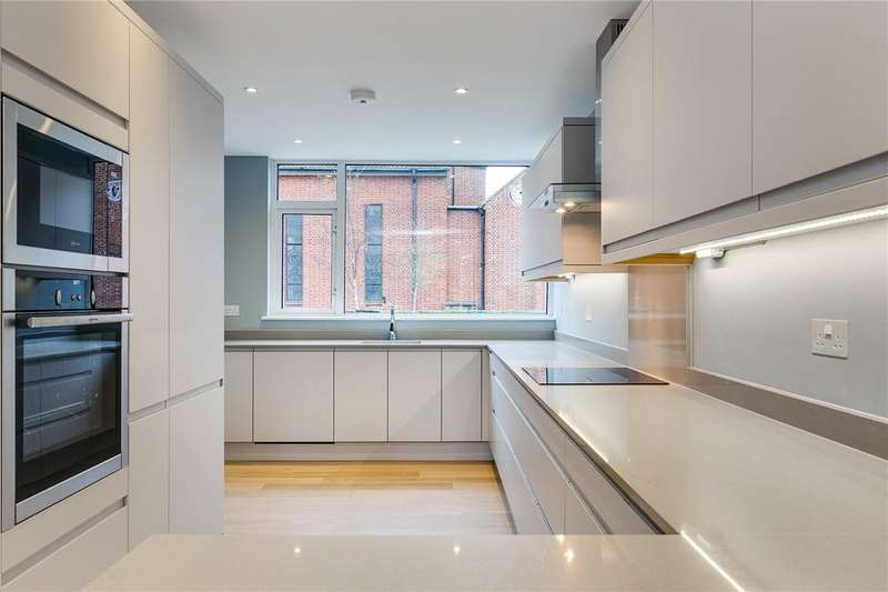 3 Bedrooms House for sale in Raleigh Road, Kew, Surrey
