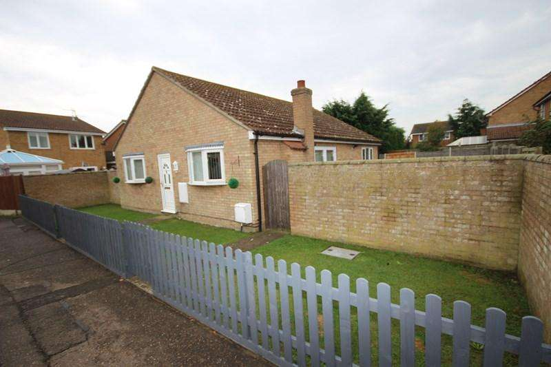 3 Bedrooms Bungalow for sale in The Spennells, Thorpe le Soken, Clacton on Sea