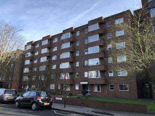 1 Bedroom Flat for sale in Dingwall Road, Croydon, Surrey