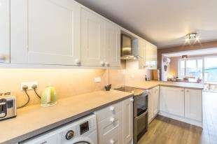 3 Bedrooms Semi Detached House for sale in Bettescombe Road, Rainham, Gillingham, Kent