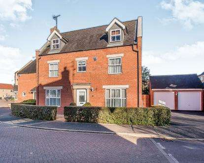 5 Bedrooms Detached House for sale in Crystal Drive, Peterborough, Cambridgeshire