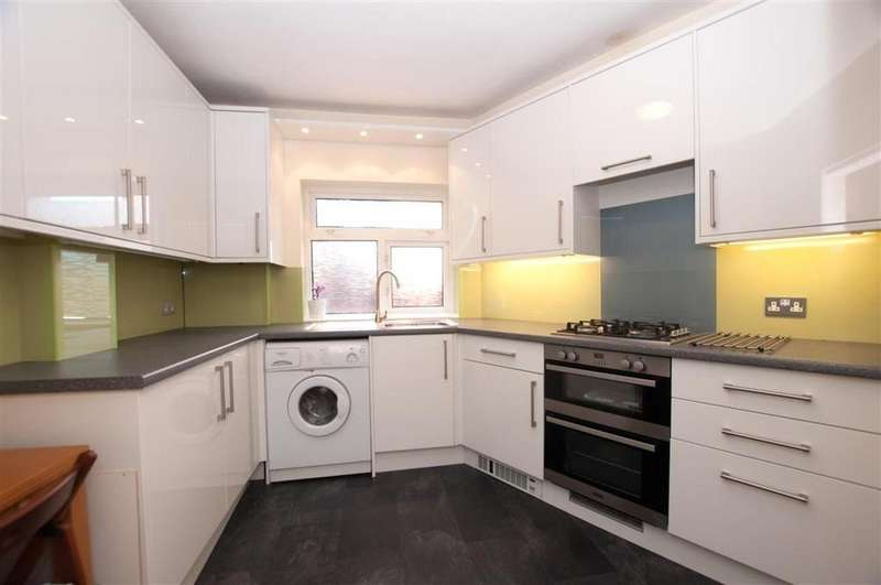 3 Bedrooms Ground Flat for sale in New Wanstead, Wanstead