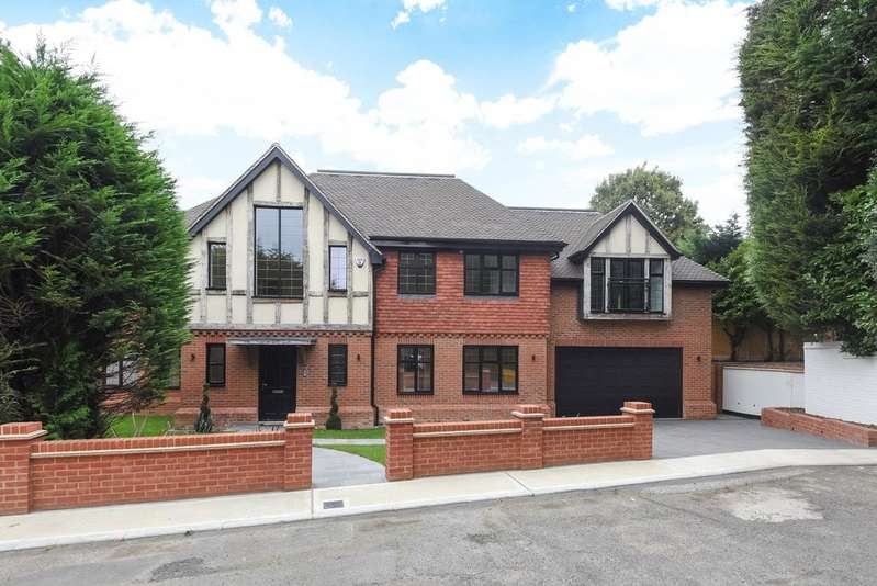 5 Bedrooms Detached House for sale in Mount Close Bromley BR1