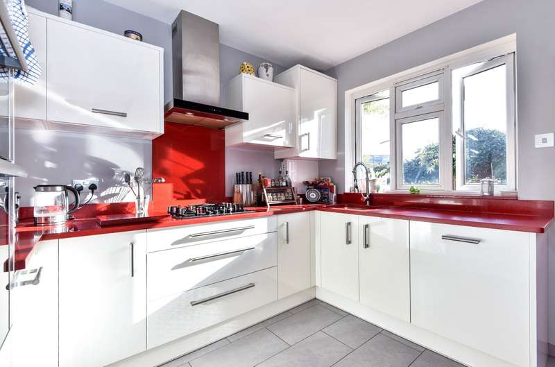 2 Bedrooms Maisonette Flat for sale in Christchurch Road, Brixton, SW2