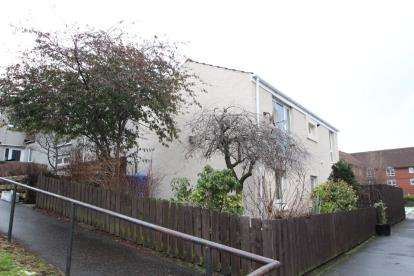 4 Bedrooms Terraced House for sale in Corston Park, Livingston