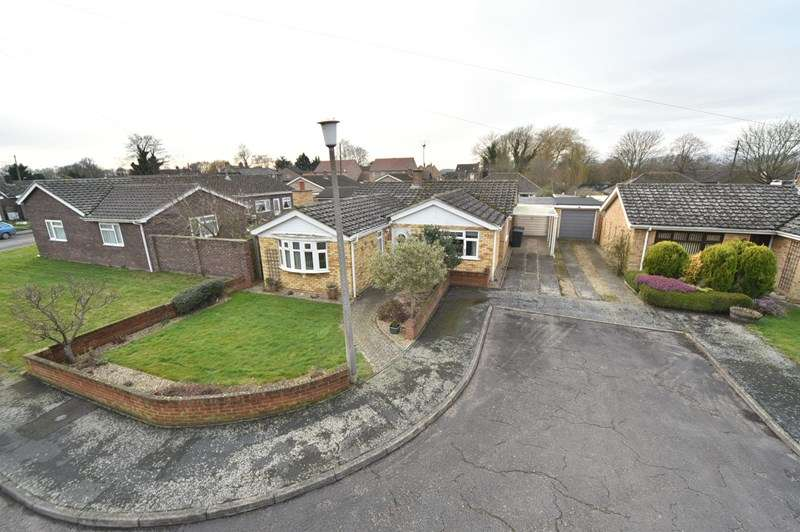 4 Bedrooms Detached Bungalow for sale in Hall Fields, Lakenheath, Brandon