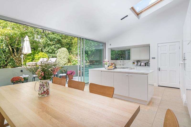 3 Bedrooms Flat for sale in Parliament Hill, Hampstead NW3