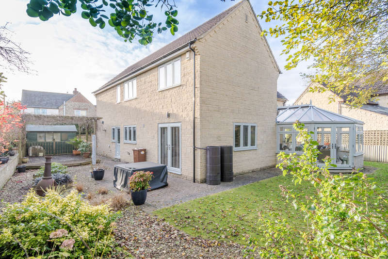 4 Bedrooms Detached House for sale in York Lane, Brinkworth