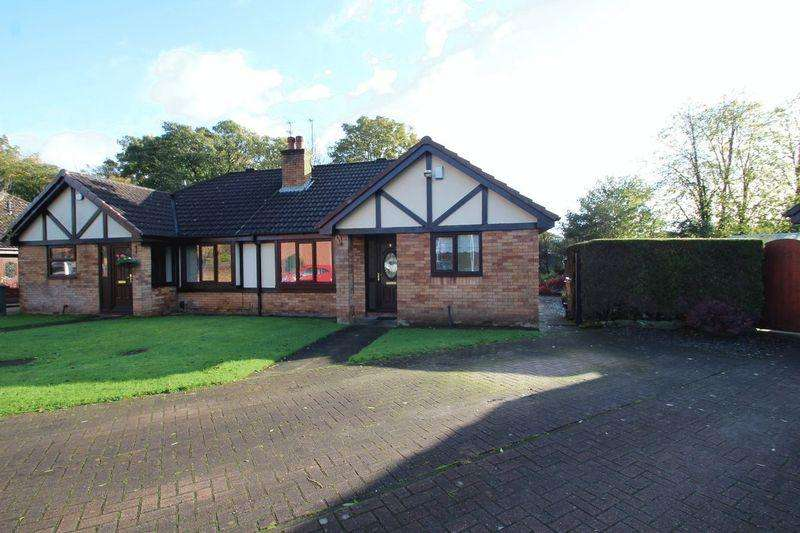 2 Bedrooms Semi Detached Bungalow for rent in The Green, Castleton, Rochdale OL11 3NU