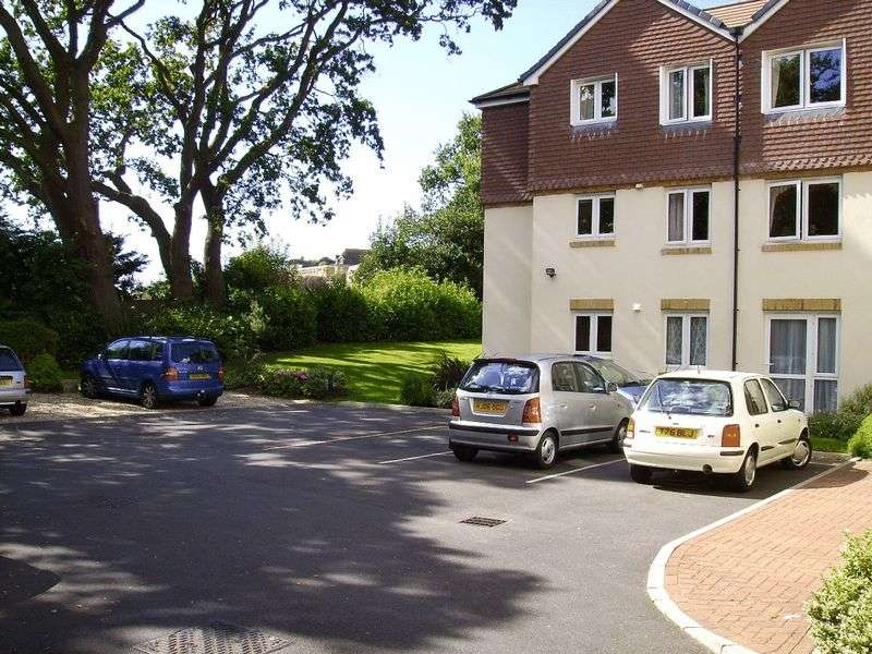 2 Bedrooms Property for sale in Compton Court, Bournemouth, BH6 3BP