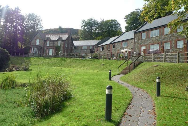 3 Bedrooms Apartment Flat for rent in Oakwood View, Conwy