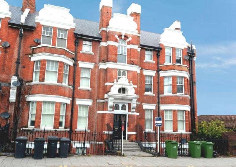 3 Bedrooms Flat for sale in Heath Terrace, Battersea, SW8