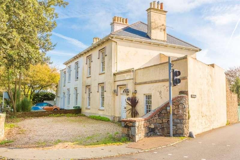 4 Bedrooms Town House for sale in La Route de Sausmarez, St. Martin, Guernsey
