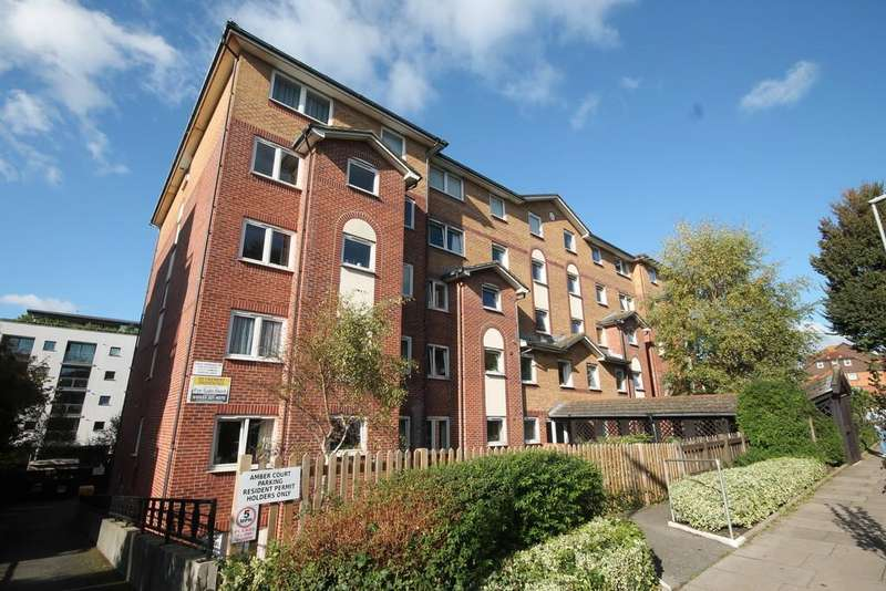 2 Bedrooms Flat for sale in Amber Court, Holland Road, Hove, BN3 1LU