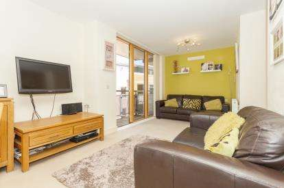 2 Bedrooms Flat for sale in Tresawya Drive, Truro, Cornwall