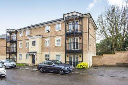 2 Bedrooms Flat for sale in Epping, Essex