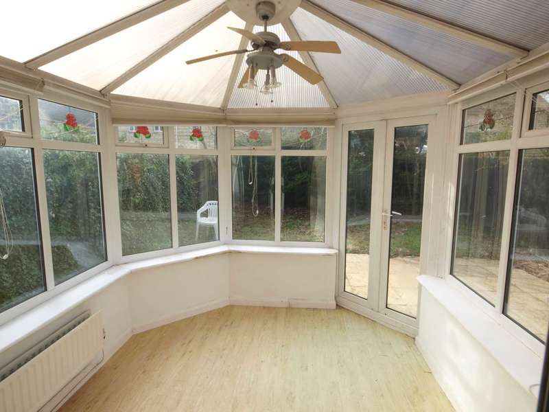 3 Bedrooms Detached House for sale in Jay Close, Bicester