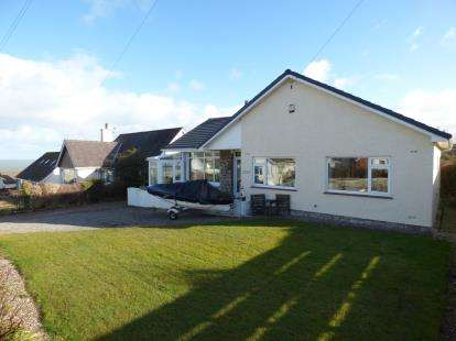 4 Bedrooms Bungalow for sale in FFordd Cynlas, Benllech, Tyn Y Gongl, Anglesey, LL74