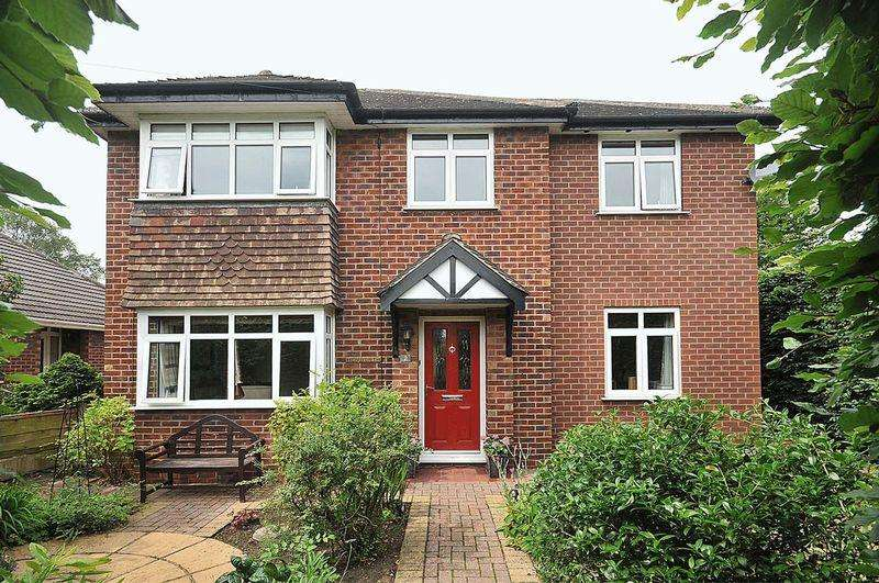 4 Bedrooms Detached House for sale in Hollytree Road, Plumley