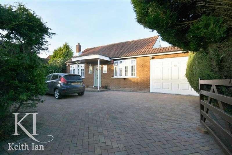 2 Bedrooms Detached Bungalow for sale in Hammondstreet Road, Cheshunt