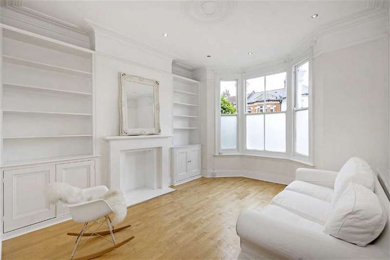 2 Bedrooms Flat for sale in Cavendish Road, Clapham South, London, SW12