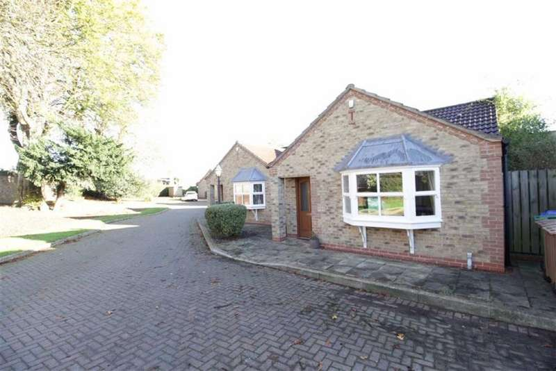 2 Bedrooms Semi Detached Bungalow for sale in Wood Green, Driffield, East Yorkshire