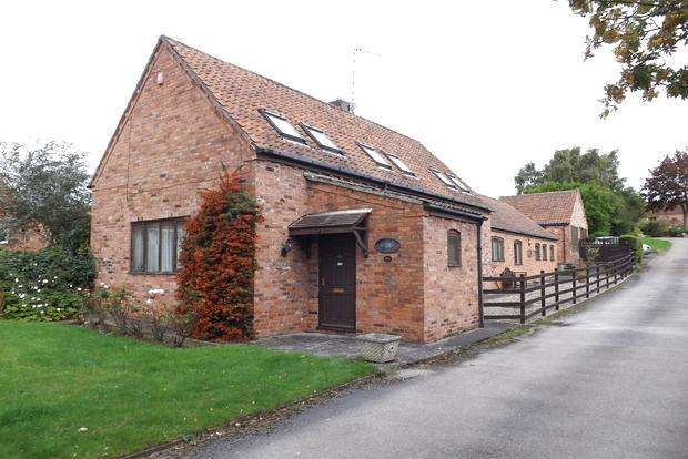 4 Bedrooms Barn Conversion Character Property for sale in Main Street, Woodborough, Nottingham, NG14
