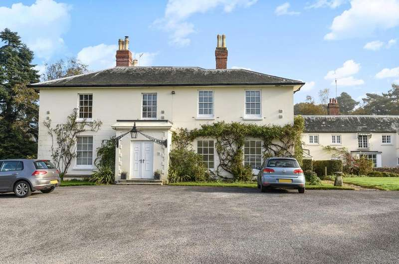 3 Bedrooms Flat for sale in Little Stodham House, Farnham Road, Liss, GU33