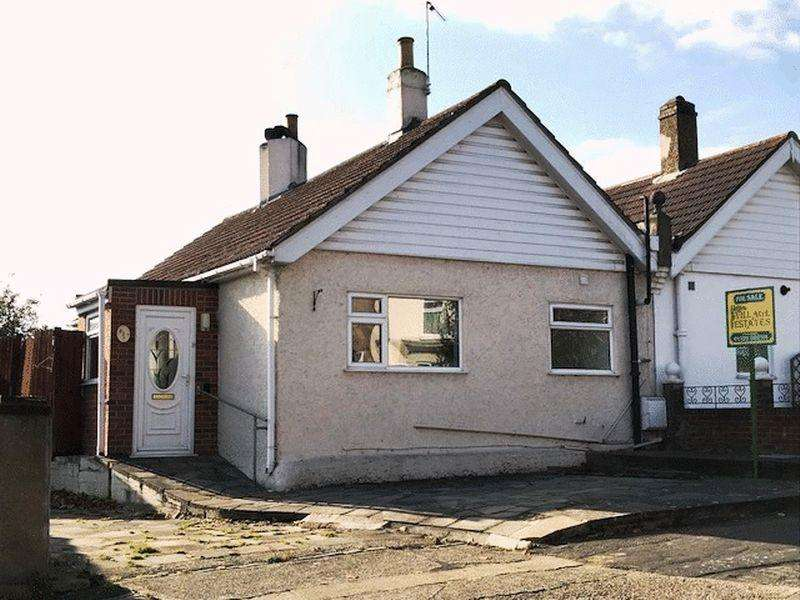 2 Bedrooms Semi Detached Bungalow for sale in Dryhill Road, Belvedere