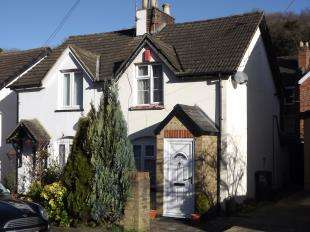 2 Bedrooms Semi Detached House for sale in Station Cottages, Station Road, Kenley, Surrey