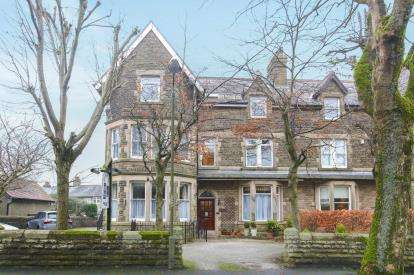 10 Bedrooms Semi Detached House for sale in Green Lane, Buxton, Derbyshire, High Peak