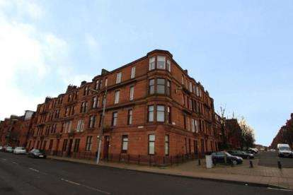 2 Bedrooms Flat for sale in Butterbiggins Road, Glasgow, Lanarkshire