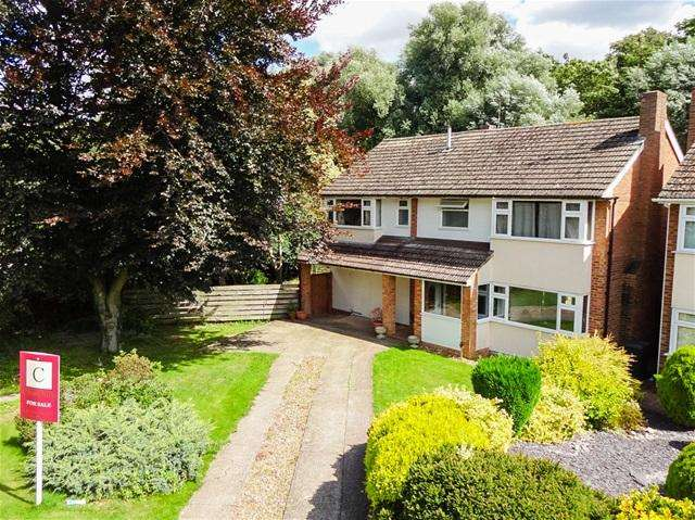 5 Bedrooms Detached House for sale in Rivershill, Watton at Stone