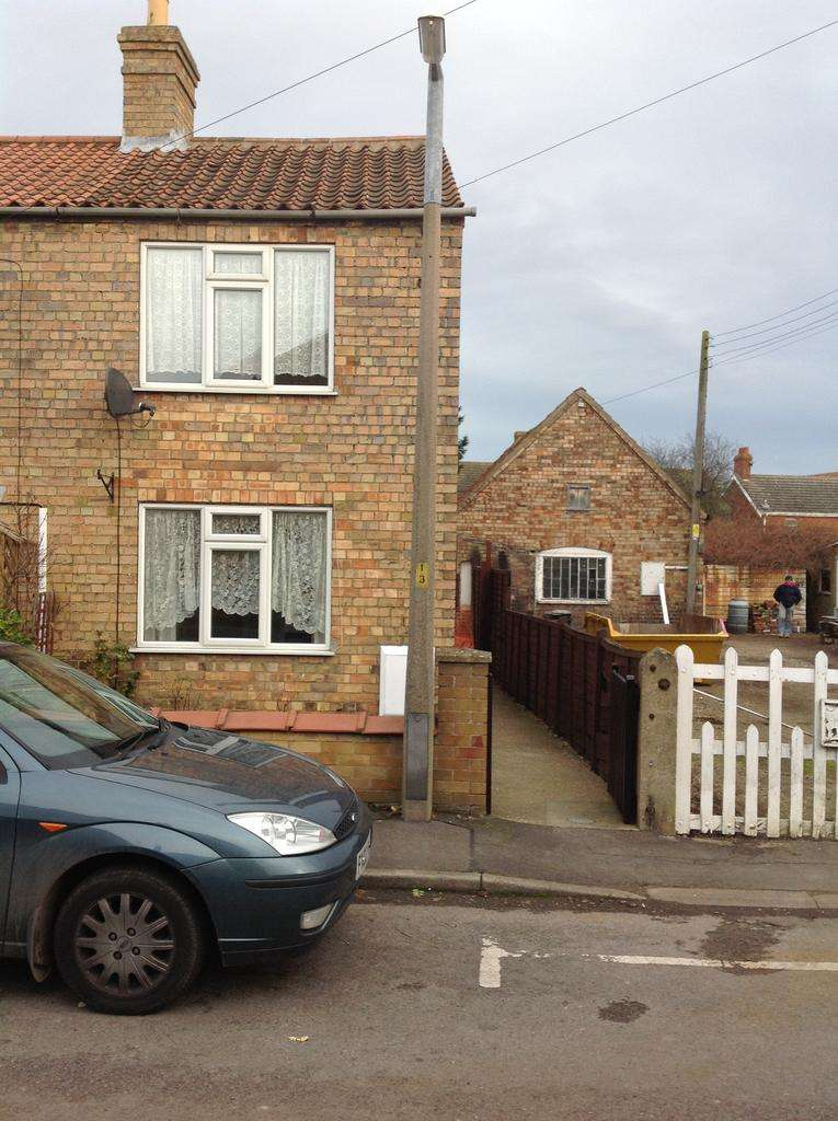 2 Bedrooms End Of Terrace House for rent in Parsons Lane, Alford