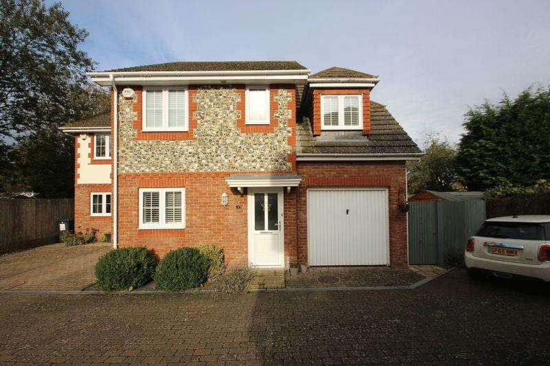 3 Bedrooms Semi Detached House for sale in Pippins Close, Tonbridge
