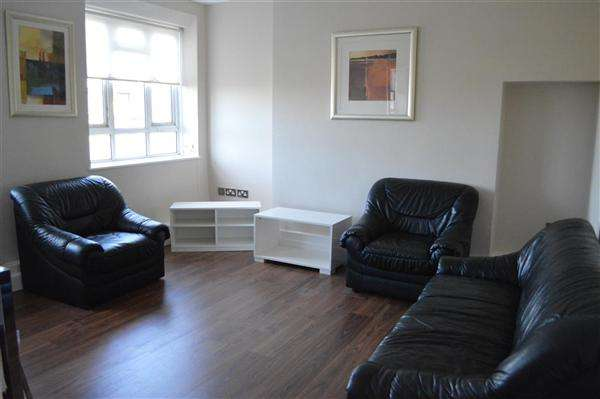 3 Bedrooms Flat for sale in Campbell House, London