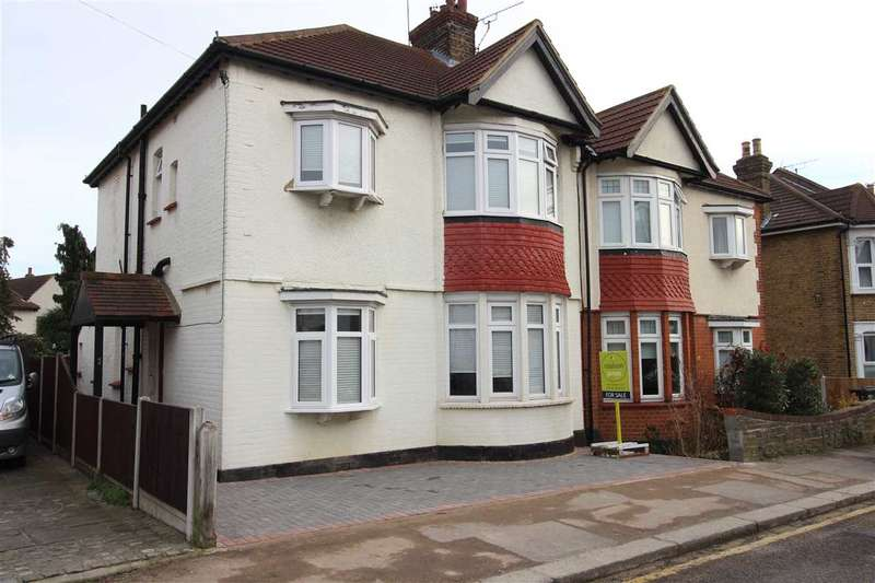 4 Bedrooms House for sale in Leigh on Sea