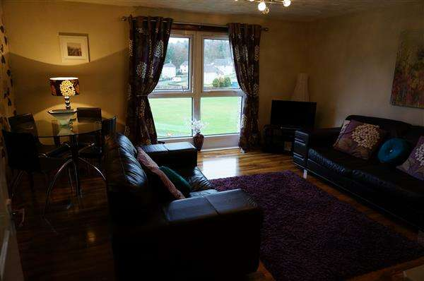 3 Bedrooms Maisonette Flat for sale in Springfield Road, Cumbernauld