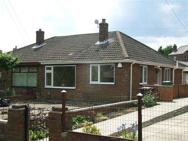 2 Bedrooms Semi Detached Bungalow for sale in Balmfield, Norristhorpe, Liversedge