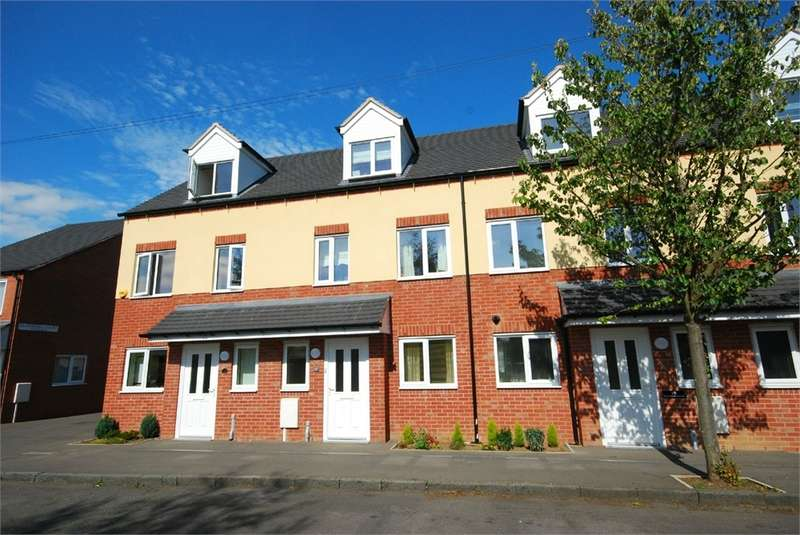 3 Bedrooms Terraced House for rent in Dunsmore Avenue, Hillmorton, Rugby, Warwickshire