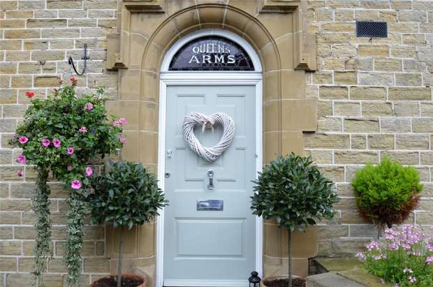 3 Bedrooms Terraced House for sale in High Street, The Queens Arms, Bollington, Macclesfield, Cheshire