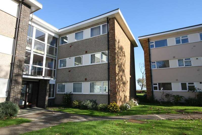 2 Bedrooms Ground Flat for sale in Lord Warden Avenue, Walmer