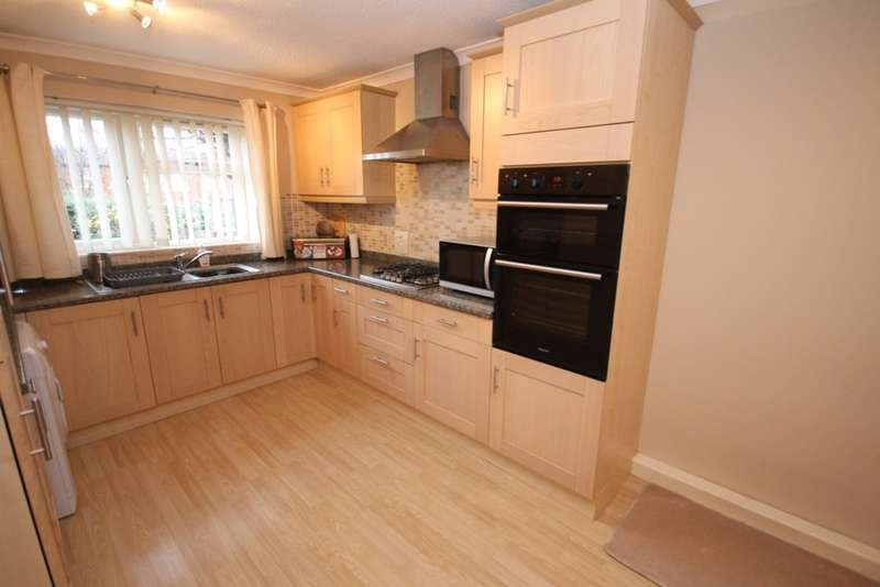3 Bedrooms Terraced House for sale in Martindale Close, Worcester, WR4