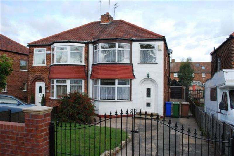 3 Bedrooms Semi Detached House for rent in Hull Road, Anlaby, HU10 6SR