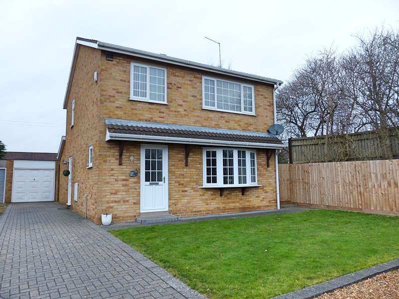 3 Bedrooms Property for sale in Barham Close, Stanground, Peterborough, PE2 8TU