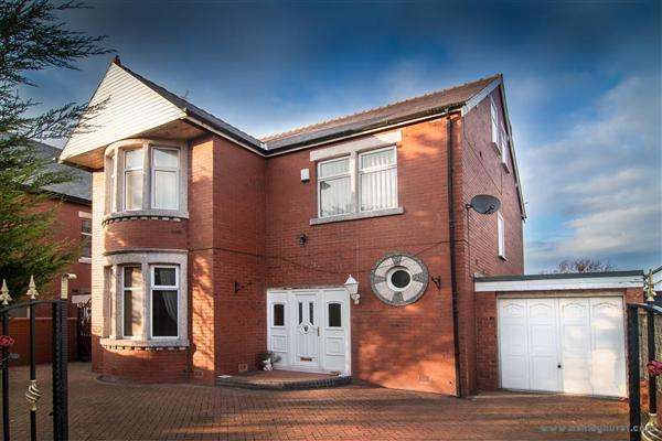 5 Bedrooms Detached House for sale in Warbreck Hill Road, Blackpool